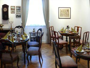 Blick in einen der Räume des Museumscafès
