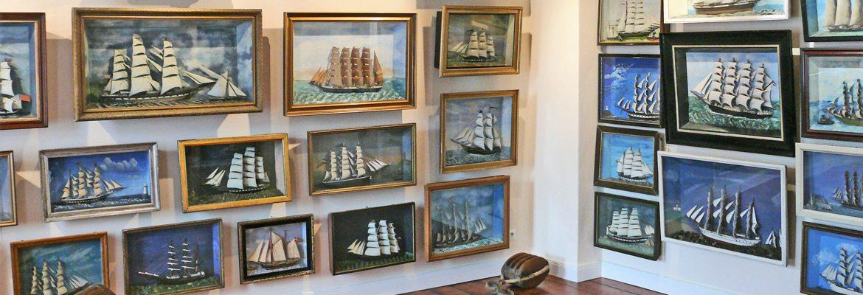 Schiffs-Dioramen im Obergeschoss